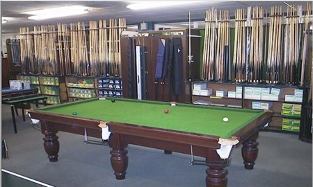 Liverpool shop Snooker cue selection